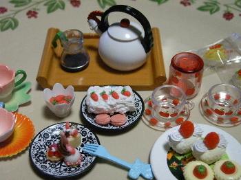 粘土で作る「春の苺づくし!」&食玩