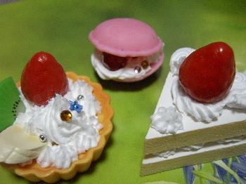 ホイップるのタルトとマカロンとショートケーキ♪