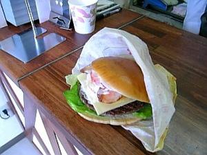 直径18cmのハンバーガー。。。