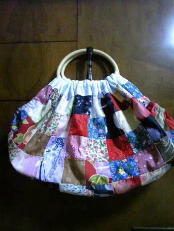 和風柄のバッグ