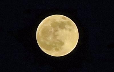 産まれそうな満月
