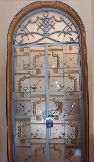 大客室の扉