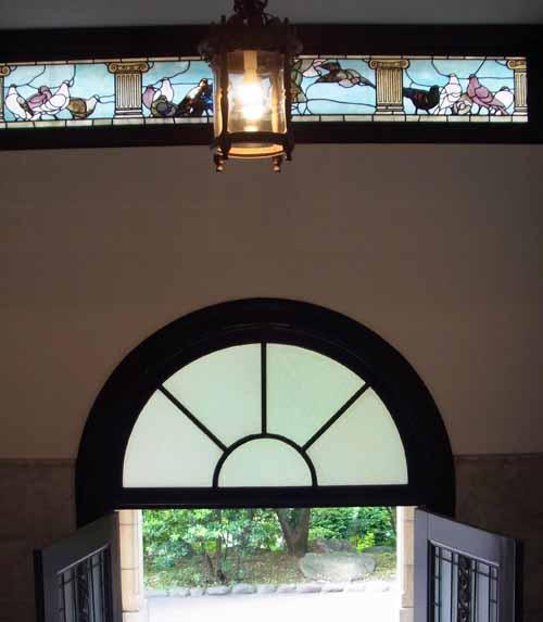 鳩山会館のステンドグラス
